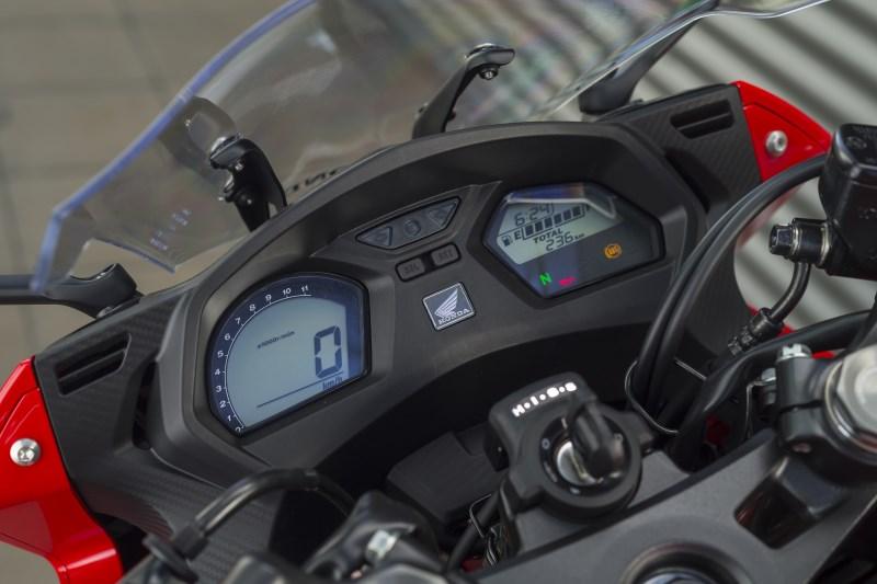 Cockpit der Honda CBR 650 F