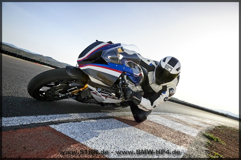 BMW HP4 Race - gross von links vorne