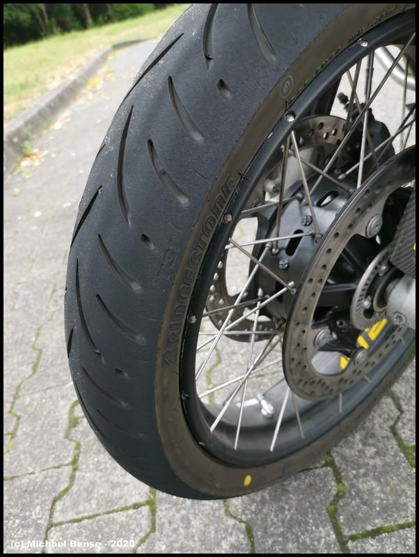 Bridgestone T31 angefahren - vorne auf R 1250 GSA