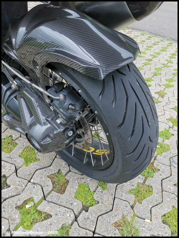 Pirelli Angel GT 2 auf R 1250 GS Adventure - hinten bis Kante angefahren