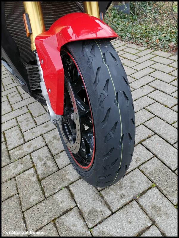 Michelin Power 5 auf BMW S 1000 R - vorne