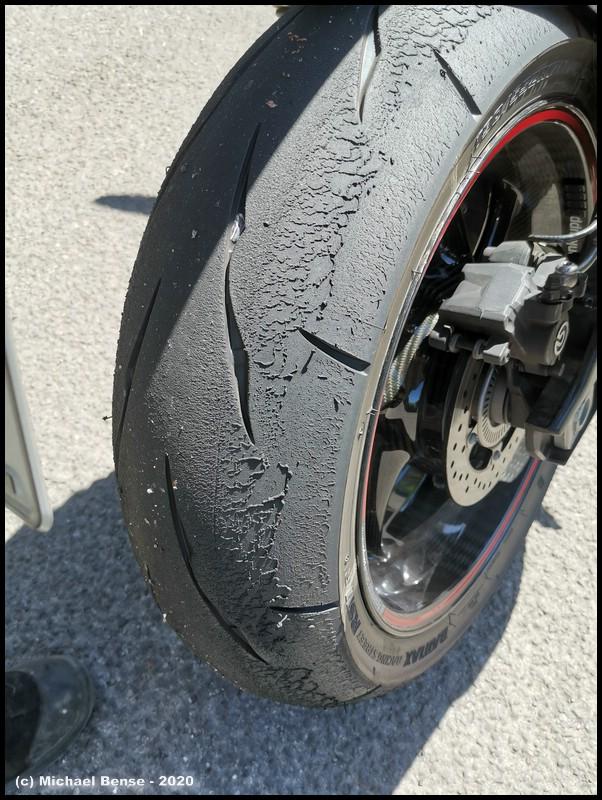 Bridgestone RS 11 auf S 1000 R gut angefahren.