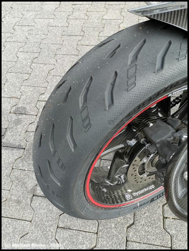 Thyssenkrupp Carbonrad hinten mit Michelin Power 5 - angefahren