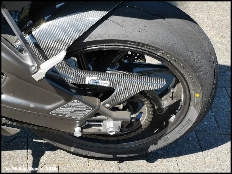 Pirelli Supercorsa SP - hinten angefahren auf S 1000 R