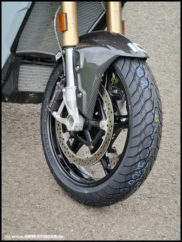 Dunlop Mutant auf BMW S 1000 XR - vorne neu
