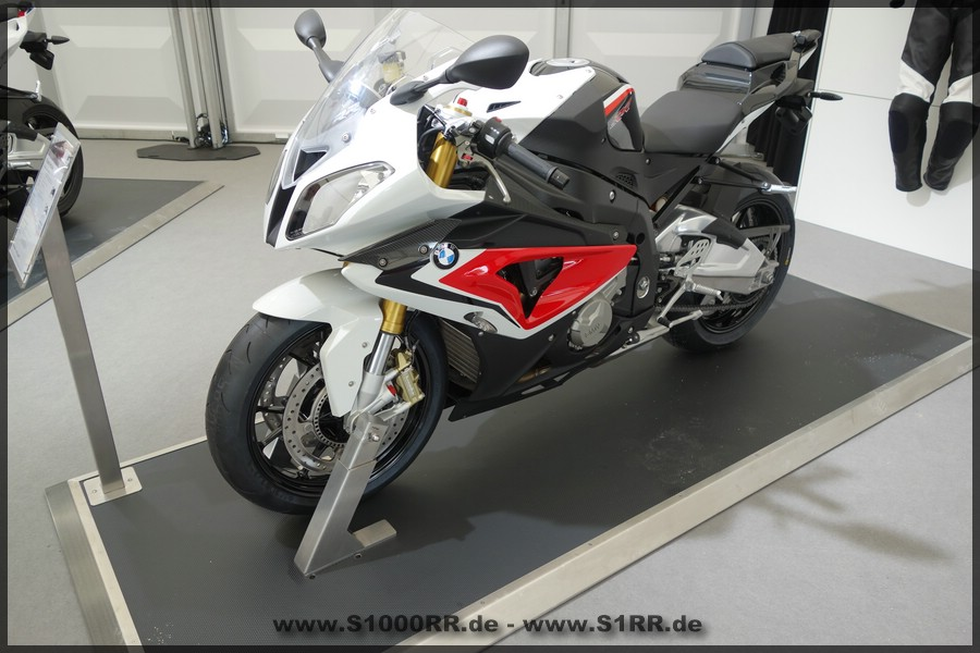 S1000RR in Racingred uni / Alpinweiß 3 uni / Saphirschwarz metallic